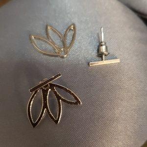 Beautiful silver bar / lotus earrings
